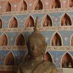 фрагмент грандиозной стены Будд