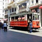 Старинный трамвайчик на Истикляль джадесси.