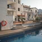 achterzijde hotel zwembad