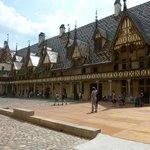 Hotel Dieu - Beaune Magificos tejados de cerámica
