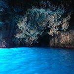 grotta azzurra isola di dino