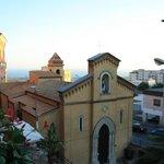 Panorama sulla chiesa di San Calogero e il mare sullo sfondo
