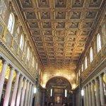 Interior da Igreja - Teto e Colunas
