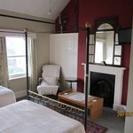 Room 12-en-suite double & single family room