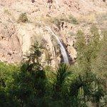 Blick vom Zimmer auf den öffentlichen Wasserfall