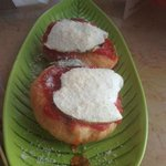 Montanare fritte con provola affumicata e pomodoro