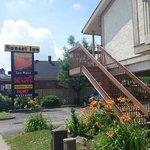 Sunset Inn front enterance