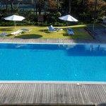 Vista de la piscina desde la primera planta