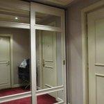 Hall de entrada habitación y placard
