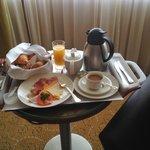 Континентальный завтрак в номер (22 евро)
