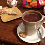 Chocolate quente com pasta frola