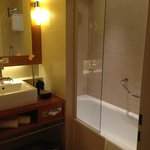 Bathroom-clean but difficult shower controls