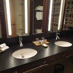 dbl bath rm sink