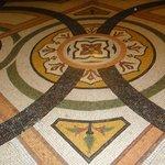 Detalhe do  mosaico do piso.