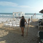 Habia una boda en la playa y por las noche juegos artificiales
