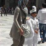 Ninos vestidos de Sultanes en domingo