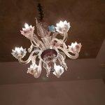 天井のベネチアガラスのシャンゼリア