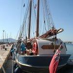 Andrea Jensen in de haven van Alghero