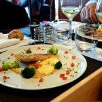 Rougets snackés, pâtes de noisettes grillées, brocolis et sabayon passion