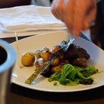 Filet de boeuf au wasabi, grenailles aux algues