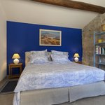 Nouveau lit et nouvelles couleurs pour la chambre du Bastidon