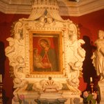 икона Девы Марии их 2 одна из них вышита волосами