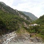 太魯閣渓谷に建つホテルの外観