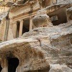 construcciones en la piedra de Pequeña Petra