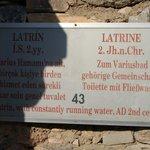 Behoort bij Latrines (info)