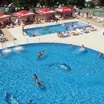 Взрослый бассейн с морской водой и гидромассажем