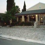 Karbouris Taverna