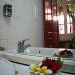 цветы в туалете на первом этаже