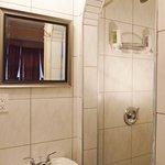 Salle de bain privée chambre triple