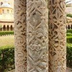 Monreale il chiostro dettagli sulle colonne.
