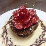 Fondant chocolat blanc café et sa rose de fraise