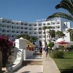 vista dell'hotel dalla spiaggia