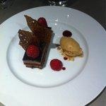 Gâterie en chocolat, framboises et Spéculos
