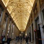 superbes plafonds dorés et éclairés