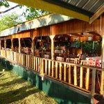 Restaurant met uitzicht op de rivier