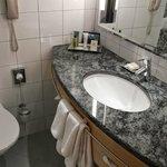 Executive Twin Room Bathroom
