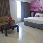 kamar tidur yang empuk dan sofa bed utk suite room