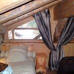 Petite chambre sous toit (la grange à germaine) vue côté Jacuzzi