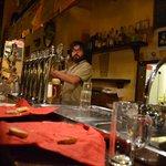 Echando cerveza