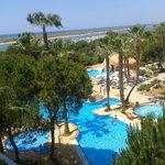 Zona piscina y toboganes