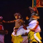 KANDYAN DANCERS PERFORMING LIVE IN FRONT OF AUDIENCE
