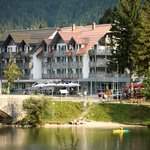 Hotel Jezero in summer