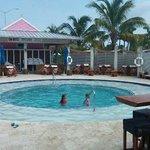 Para se refrescar do calor, o restaurante oferece piscina a seus clientes.