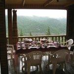 Завтрак на фоне гор