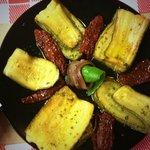 Zucchine con tomate seco y anchoas