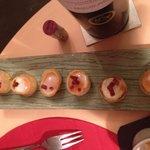 Huevos de codorniz en nido de patata con chorizo de Andorra